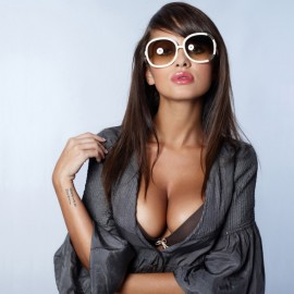super_hot_model-wallpaper-1366x768